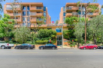 7275 Franklin Ave 1-2 Beds Apartment for Rent Photo Gallery 1