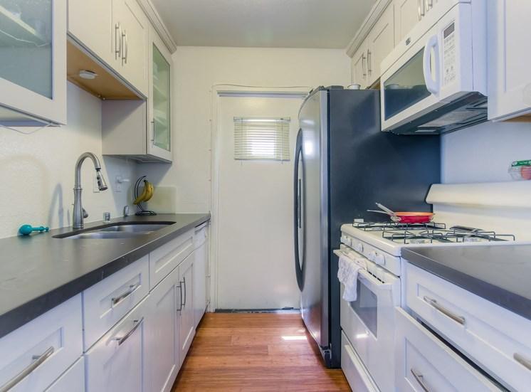 MassiveI-Shaped Kitchen at La Vista Terrace, California, 90046