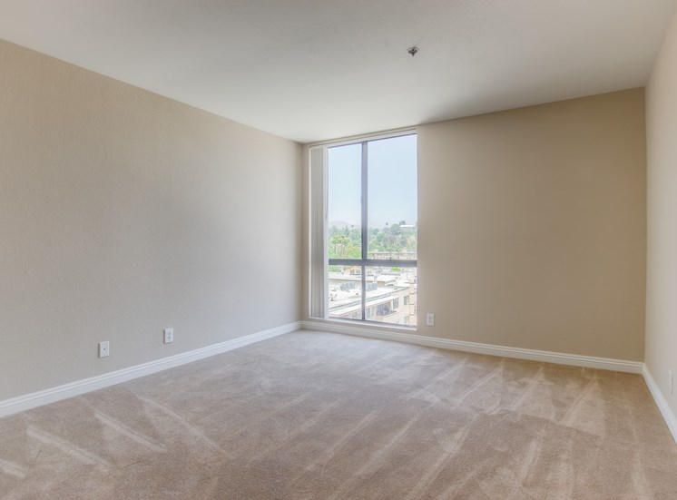 Bedrooms With Ample Of Natural Light at La Vista Terrace, Hollywood