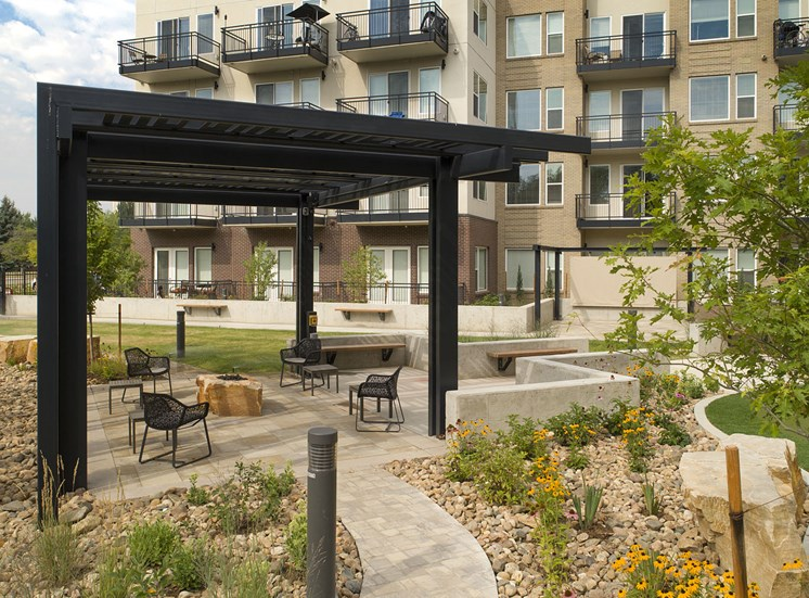 Outdoor Courtyard Area with Picnic Spaces at Cycle Apartments, Ft. Collins, CO