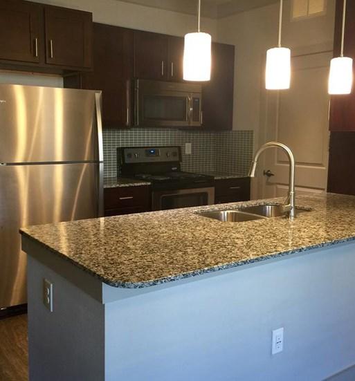 kitchen_countertop_lake_houston_apartments