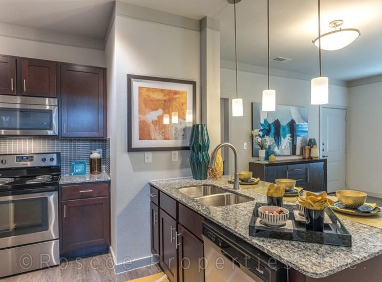 kitchen_island_lake_houston_apartments