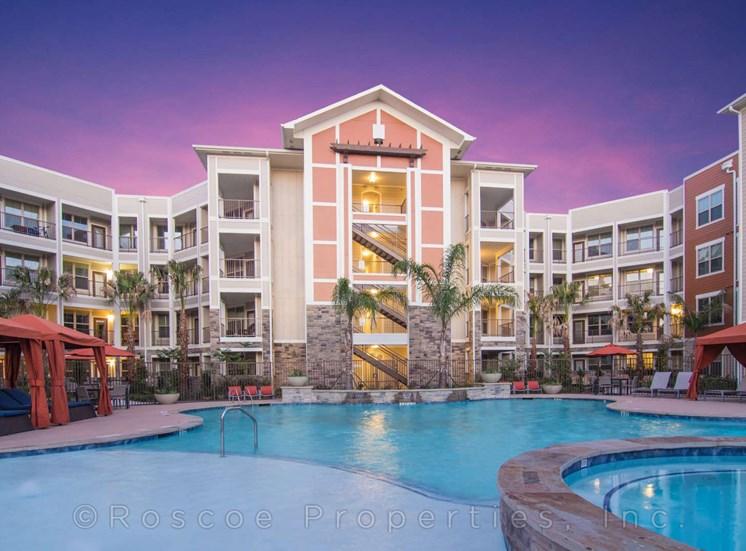pool_lake_houston_apartments