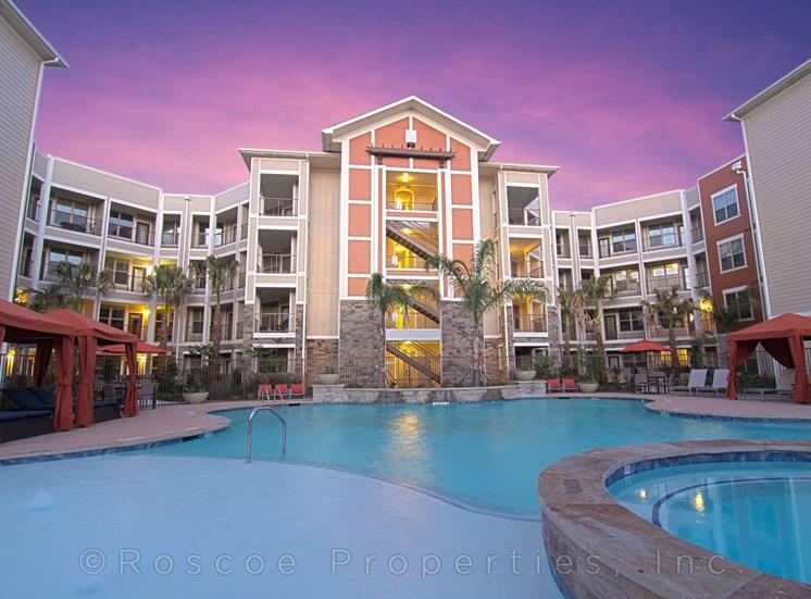 pool_hot_tub_lake_houston_apartments