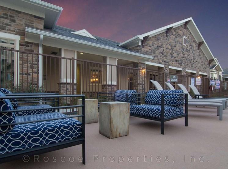 pool_lounge_lake_houston_apartments