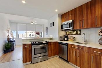 925 Common Street Studio Apartment for Rent Photo Gallery 1