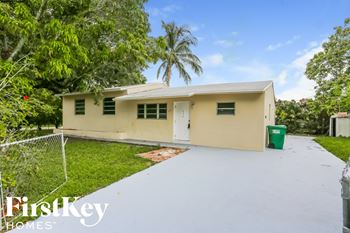 1251 SW 46 Ave 3 Beds House for Rent Photo Gallery 1