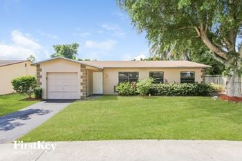 707 SW 74 Ave 3 Beds House for Rent Photo Gallery 1