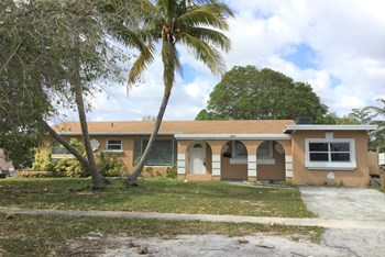 4021 NW 7 Ave 4 Beds House for Rent Photo Gallery 1