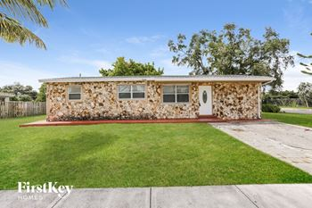 4200 SW 18 St 3 Beds House for Rent Photo Gallery 1