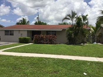 5971 NW 15 St Sunrise, FL 33313 3 Beds House for Rent Photo Gallery 1