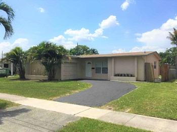 7465 Sunset Strip Sunrise, FL 33351 2 Beds House for Rent Photo Gallery 1
