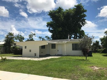 7560 Eaton St Hollywood, FL 33024 4 Beds House for Rent Photo Gallery 1