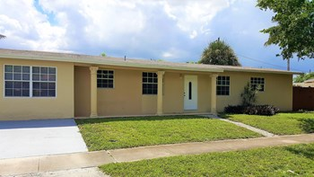 7790 NW 32 St Davie, FL 33024 3 Beds House for Rent Photo Gallery 1