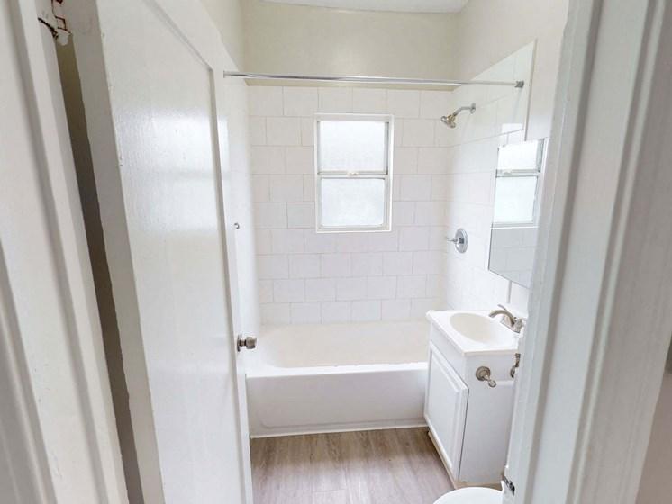 Bathroom Accessories at Hobart Apartments, Los Angeles, CA, 90029