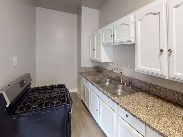 Kitchen Bar With Granite Counter Top at Hobart Apartments, Los Angeles, CA