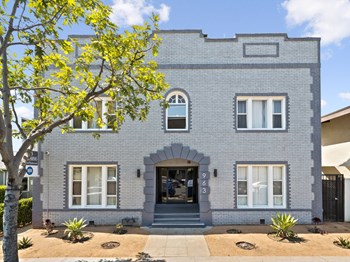 963 North Hobart Blvd. Studio-1 Bed Apartment for Rent Photo Gallery 1