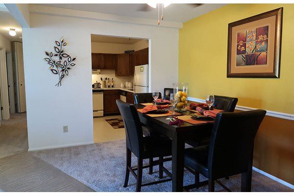 Apartment Dining at Mission Hills Apartments, Franklin, Wisconsin