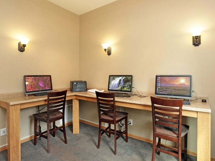 Business Center at Chateau Knoll Apartments in Bettendorf Iowa