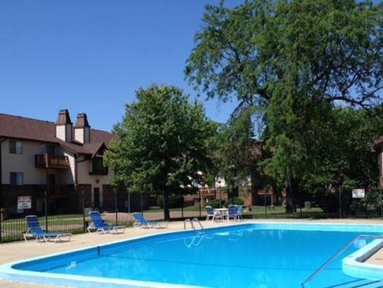 Pool at Chateau Knoll Apartments in Bettendorf Iowa