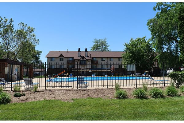 Resort-Inspired Pool at Chateau Knoll, Bettendorf, IA