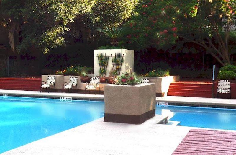 Cypress Pointe Apartment Homes Tallahassee, FL 32309 two sparkling pools on site