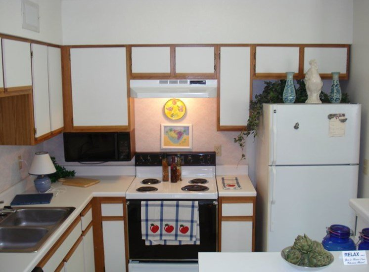 Plantations at Killearn Apartment Tallahassee, FL 32309 fully stocked efficient kitchens