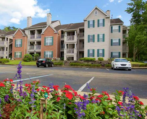 exterior of homes and ample parking at Plantations at Killearn Apartments in Tallahassee, FL 32309