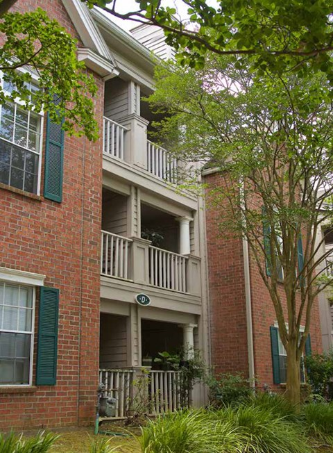 outside of Plantations at Killearn Apartments in Tallahassee, FL 32309