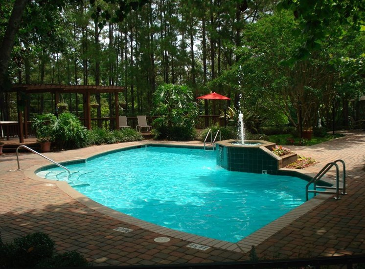 Plantations at Killearn Apartment Tallahassee, FL 32309 sparkling swimming pool