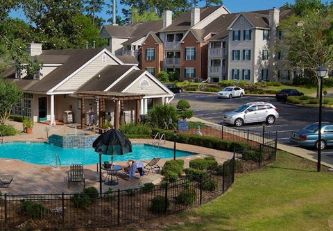 Plantations at Killearn Apartments in Tallahassee, FL 32309 beautiful swimming pool