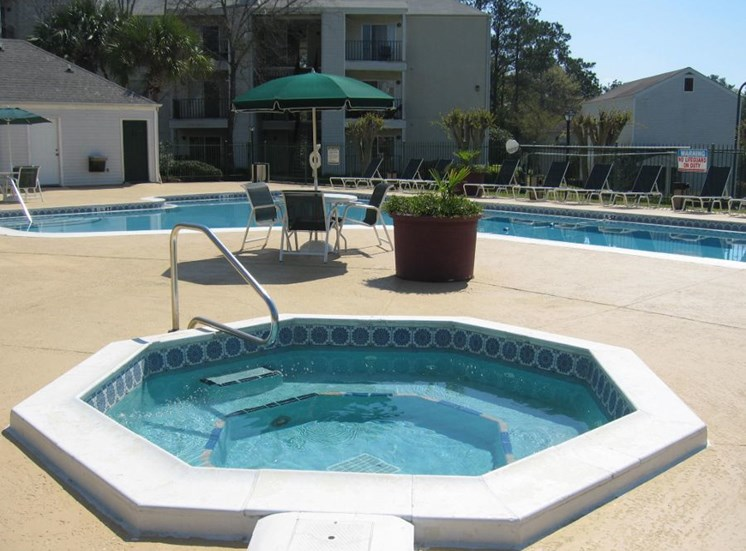 Augustine Club Apartment Homes Tallahassee FL 32301 whirlpool and swimming pool