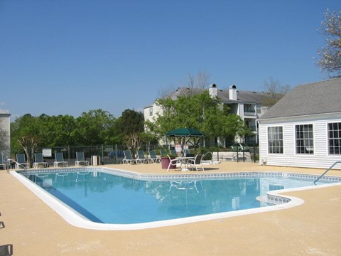 Augustine Club Apartment Homes Tallahassee FL 32301 sparkling swimming pool