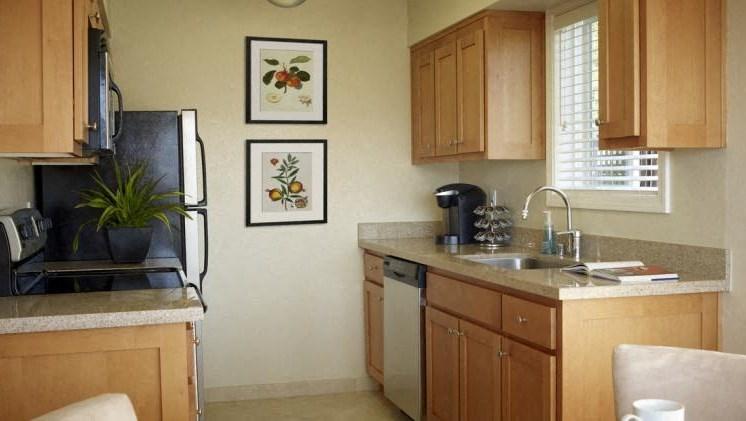 Kitchen l Seabridge at Glen Cove Apartments in Vallejo, CA
