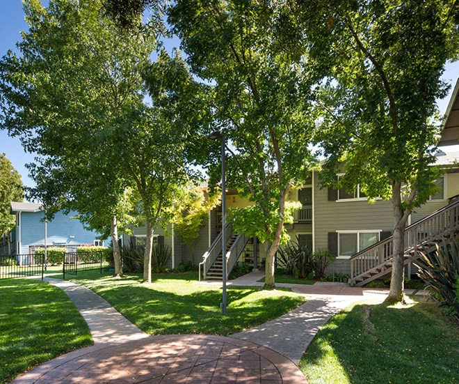 Exterior Building with View l Seabridge at Glen Cove Apartments in Vallejo, CA