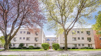 4630- 4611 Davis St 2 Beds Apartment for Rent Photo Gallery 1