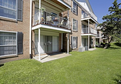 Versailles Place Apartments Community Thumbnail 1