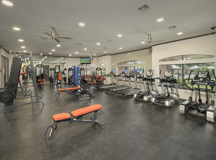 fitness center apartments in pearland