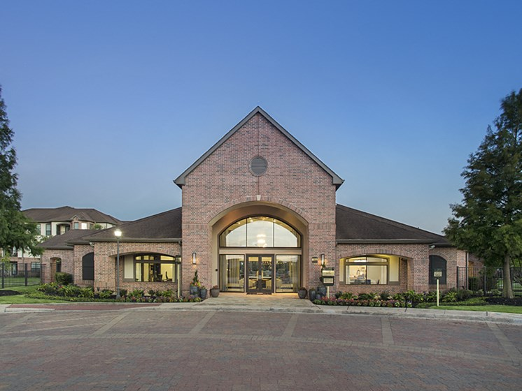 leasing office apartments in pearland
