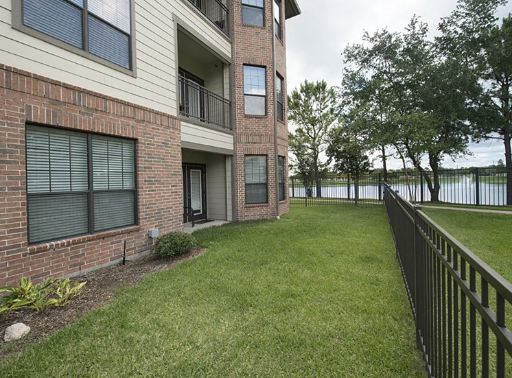 backyard apartments in pearland