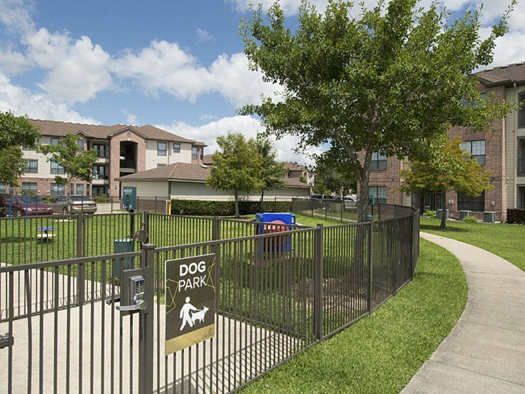 dog park apartments in pearland