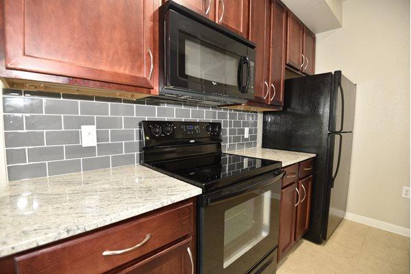 kitchen-shadow-creek-apartments