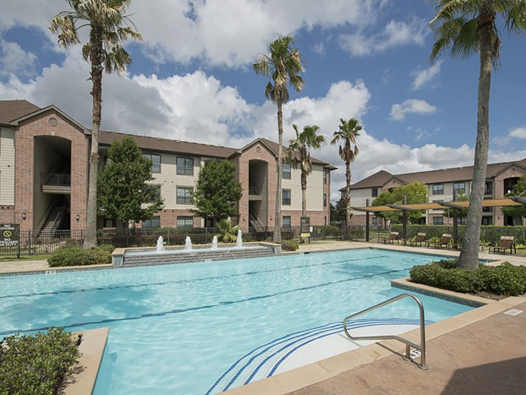 pool apartments in pearland