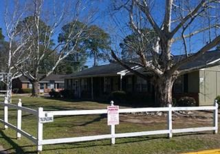Lippitt Drive Apartments Community Thumbnail 1