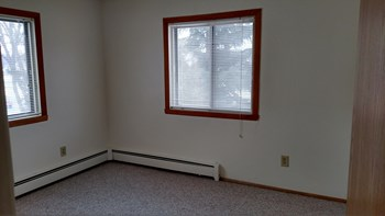 902 Oak St Studio-3 Beds Apartment for Rent Photo Gallery 1