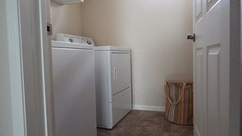 813 Barrett St N Studio-3 Beds Apartment for Rent Photo Gallery 1
