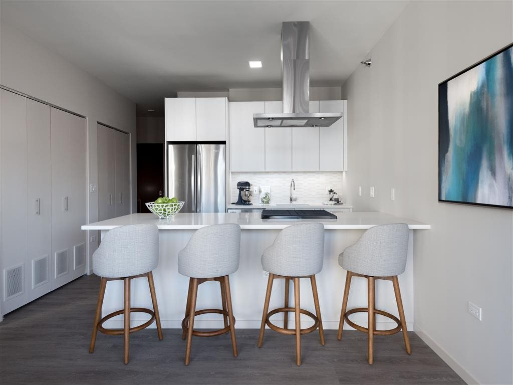 8 East Huron | Apartments in Chicago, IL