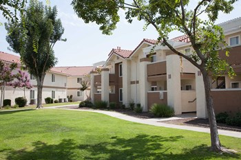 4050 N. Fruit Ave. 2 Beds Apartment for Rent Photo Gallery 1