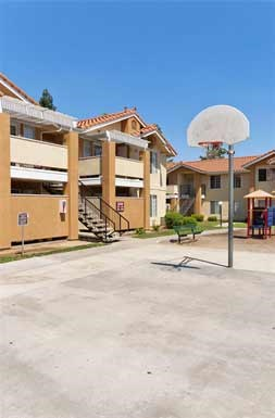 Ross Gardens Apt Apartments 2533 N Marks Fresno Ca