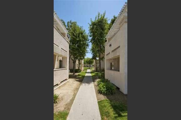Salandini Villa Apt Apartments 13785 E Manning Ave